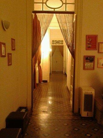 Casa Maca Guest House: hallway