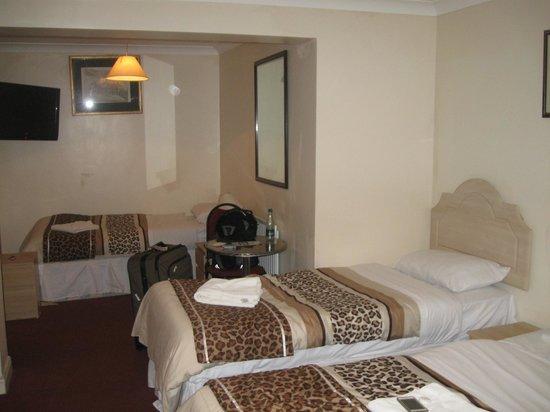 Acton Town Hotel : habitacion