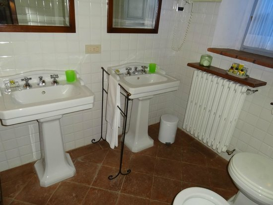 La Locanda: Bathroom