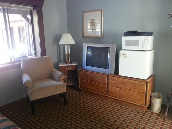 Coach N Four Motel: clean w/ fridge and mw and tv. (only used the tv). remote would not shut off tv but hbo was avai