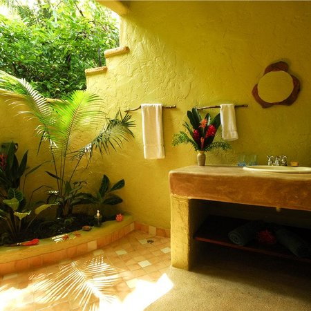 Playa Nicuesa Rainforest Lodge: Mango Guest House Bathroom
