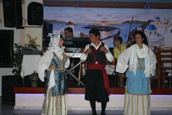 Dimitris Villas : Greek Dancing