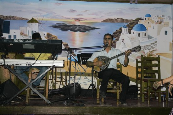 Dimitris Villas : Andreas and Bobby on live music