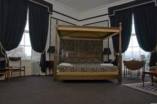 Baskerville Hall Hotel: King size four poster bed room 1