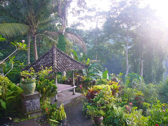 Leging View Home Stay: View on garden from your balcony/bungalow