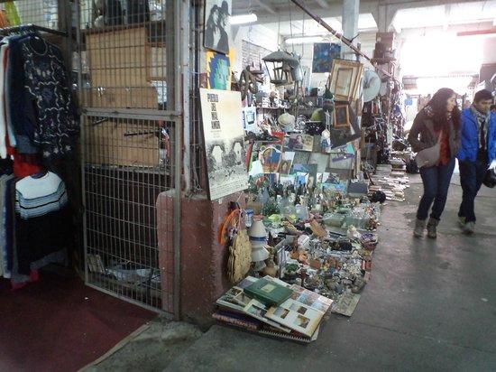 Bio-Bio Market : Santiago de Chile. Persa Bío-Bío. Pasaje en galpones.