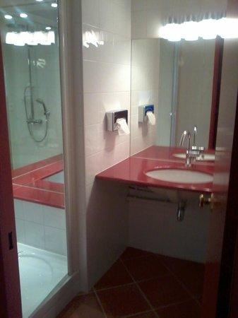BEST WESTERN Marseille Bonneveine Prado : bathroom