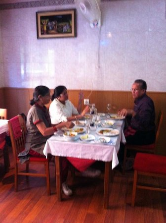 Restaurante Taj Mahal: Together with ROTARY friends