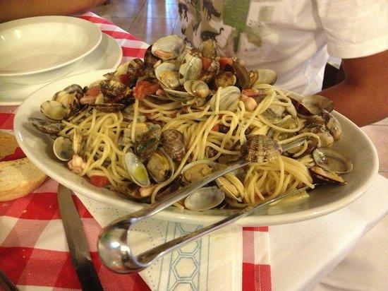 Agriturismo Villa degli Ulivi di Michela Puliga: Portata di spaghetti alla pescatora