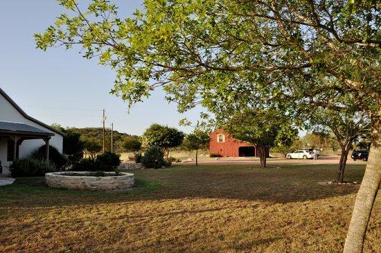 Rock House Hideaway: Guest House & Barn