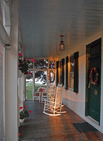 Wades Point Inn on the Bay: Main porch