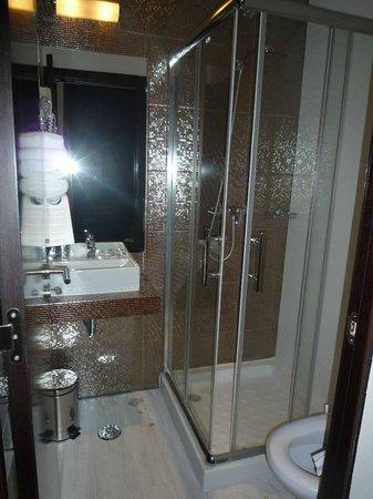 Salle de bain - douche - Bild von Hotel Duas Nacoes, Lissabon ...