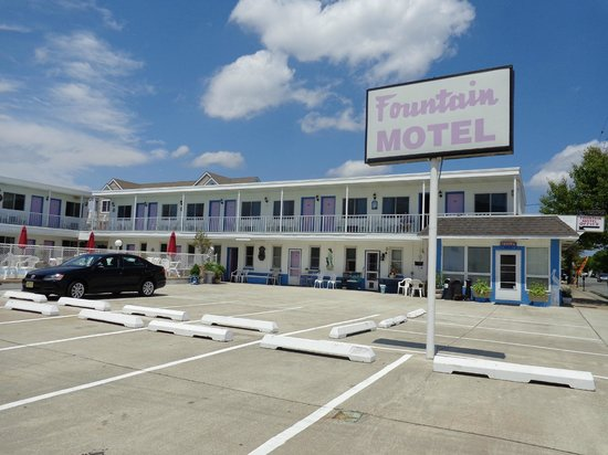 Fountain Motel: front Building