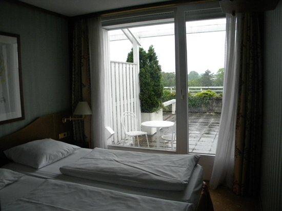 Derag Livinghotel Karl Theodor : Vista do quarto para varanda (2º andar)