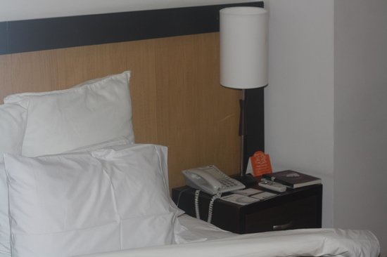 GHL Style Hotel San Diego : Lampara y cama