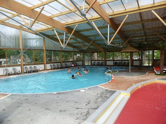 Piscine couverte picture of camping signol boyardville for Camping morbihan piscine couverte