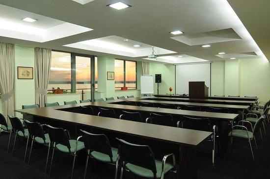 Splendid Hotel: Conference Room Insignia