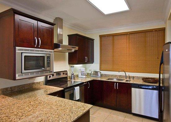 Reserva Conchal Beach Resort, Golf & Spa: Kitchen