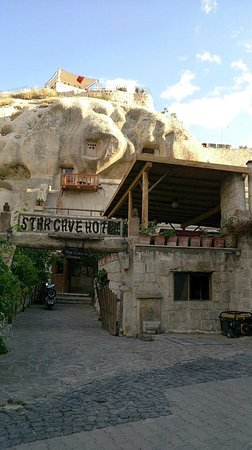 Star Cave Hotel: ホテル入口