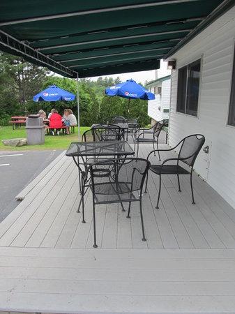 Sea Basket: Outside seating