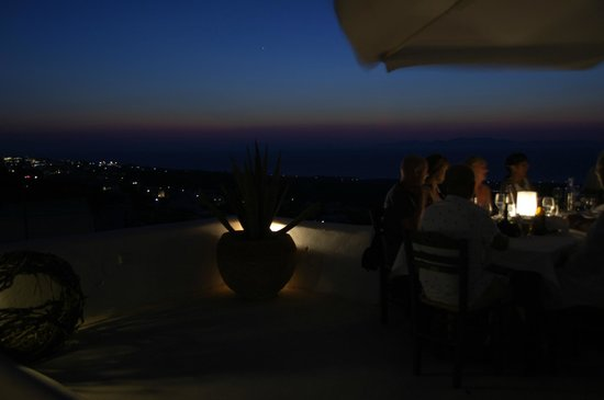 Finikia Restaurant : Great atmosphere and nice view