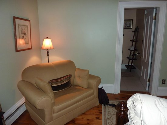 Inn On Carleton: Comfy corner