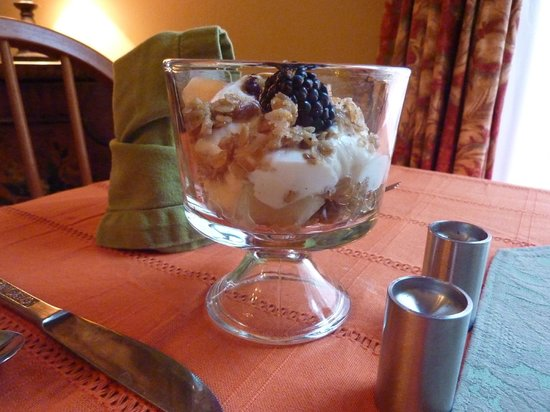 Inn On Carleton: Breakfast compote