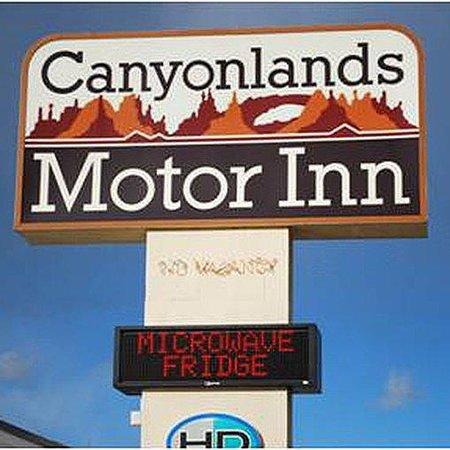 Canyonlands Motor Inn Monticello Sign