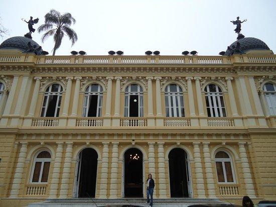 Yellow Palace (Palacio Amarelo): Vista da frente