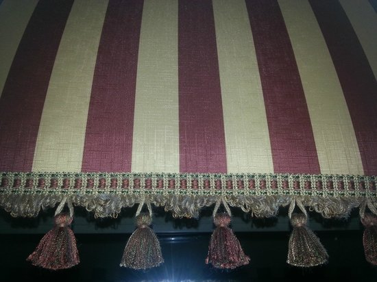 Sheraton Springfield at Monarch Place : A close-up of the room's well preserved tassels on its curtains.