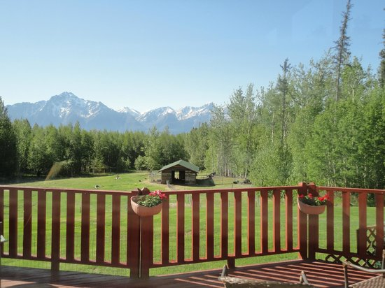 Alaska's Harvest B&B: Deck off of the great room