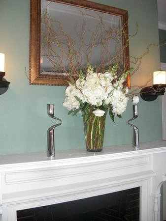 The Chadwick Bed & Breakfast: Mantel