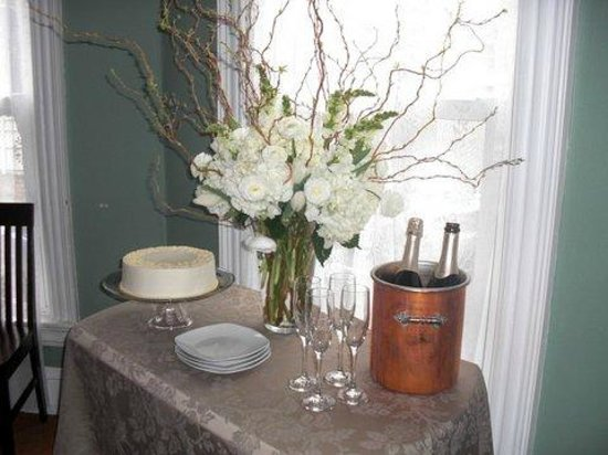 The Chadwick Bed & Breakfast: Cake and Champagne