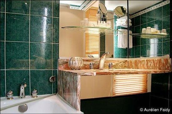 Villa Luxembourg: Bathroom