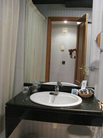 Felipe IV Hotel: Baño
