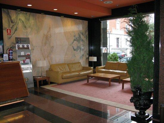 Felipe IV Hotel: Estar de Planta Baja