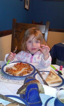 Brookfield B&B: My daughter enjoying her breakfast sausage and bean circle