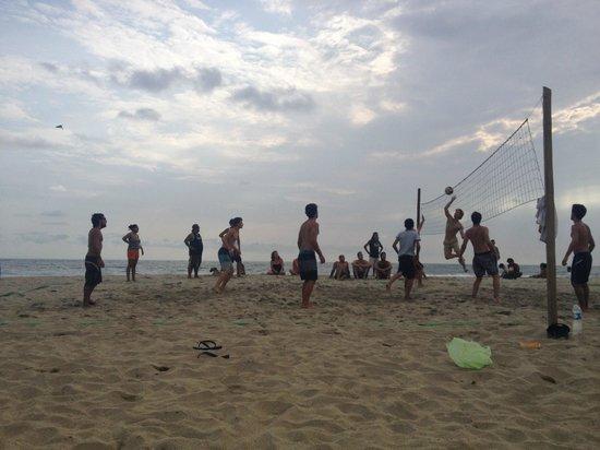 Cabañitas Buena Onda : Volleyball with the locals/friends at Bueno Onda