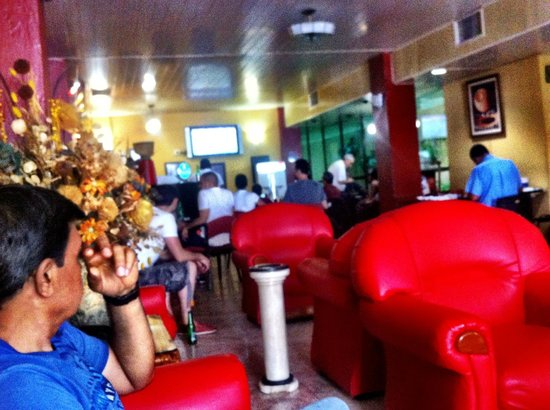 Sercotel Hotel Caribbean: locals and guests watching soccer in the bar