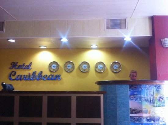Sercotel Hotel Caribbean: Reception desk, and a great receptionist