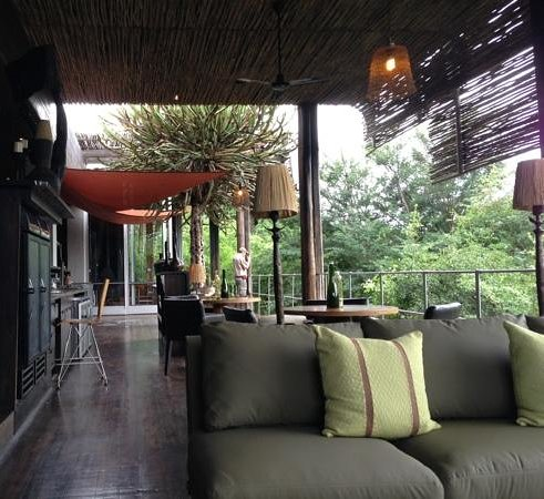 Singita Sweni Lodge: lodge deck