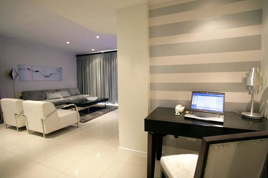 Urban Hip Hotels - The Nicol: business room