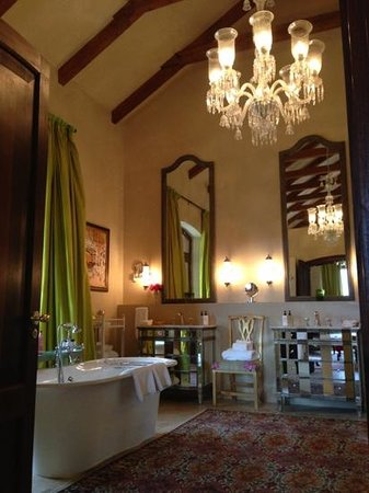 La Residence: bathroom