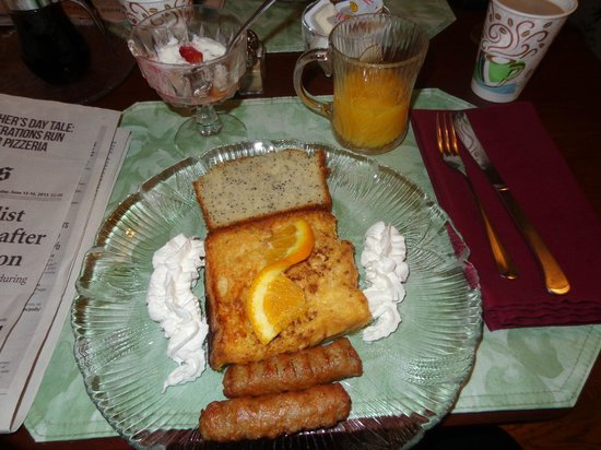 Anne's White Columns Inn: breakfast