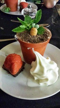 Chelle's Deli: Trio of desserts