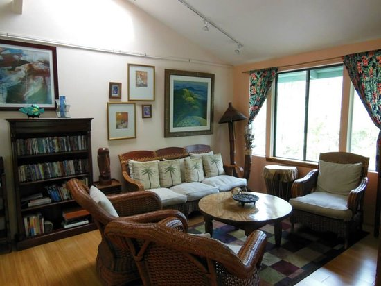 Art and Orchids: Living Room (comon Area)