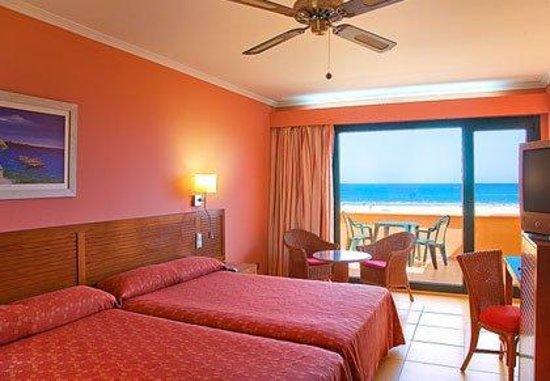 Playamarina Spa Hotel: Guest Room