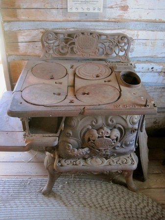 The Kern Valley Museum : Stove