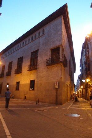 Hotel Bed4u Pamplona: Pamplona at night (city centre. 10mins by car)