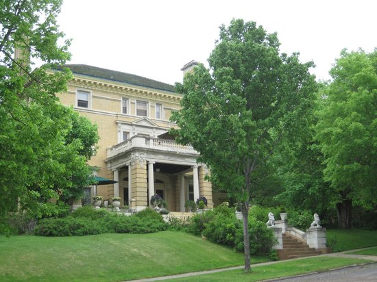 Cotton Mansion: View of the mansion from the street